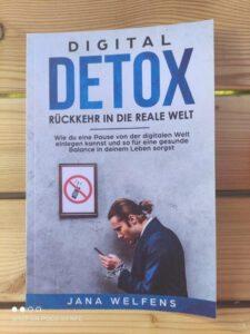 Digital Detox - Rückkehr in die reale Welt: Wie du eine Pause von der digitalen Welt einlegen kannst und so für eine gesunde Balance in deinem Leben sorgst von Jana Welfens
