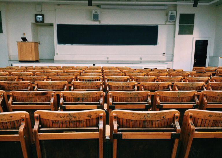 Zahl der internetsüchtigen Studenten hat sich 2020 verdoppelt